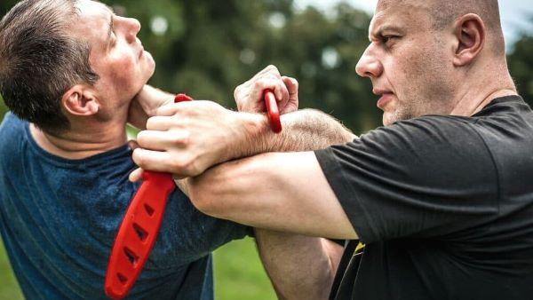 Defend-yourself-with-Krav-maga